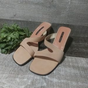 ELLEN TRACY blush block heeled sandles